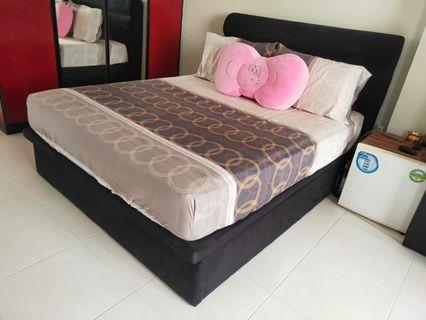 🚚 Queen size storage bed (without mattress)
