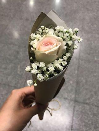 Single cone pink/red roses
