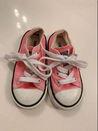 🚚 Converse Shoes pink