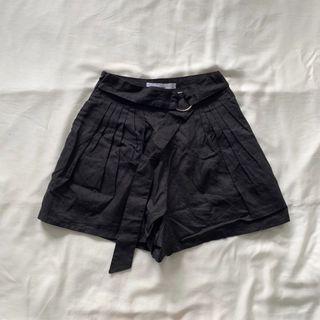 🚚 TEM Maisy Front Pleat Shorts