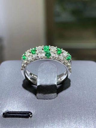 Natural emeralds for jewellery customising