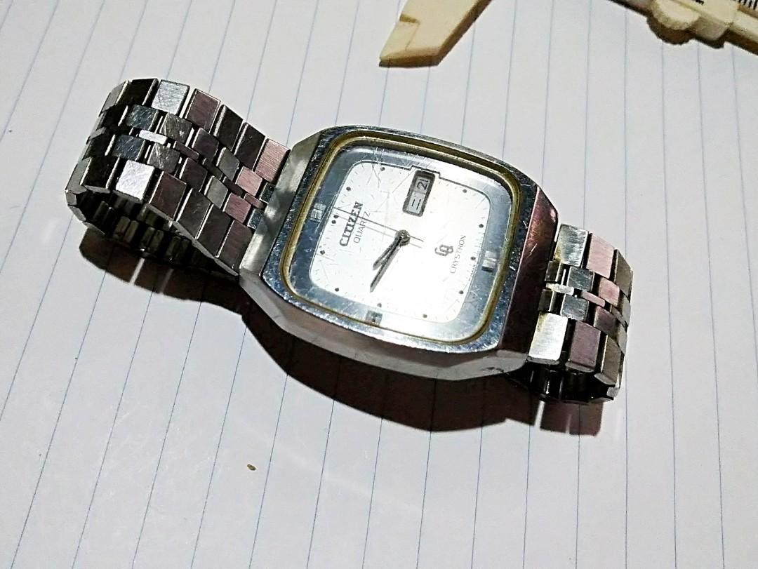"""70-80年代初期Citizen星辰品牌小三針雙日曆電子手錶,直徑34 mm保全至今""""運作正常."""