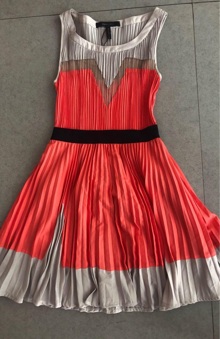 BCBG pink & grey shorter electric pleat dress