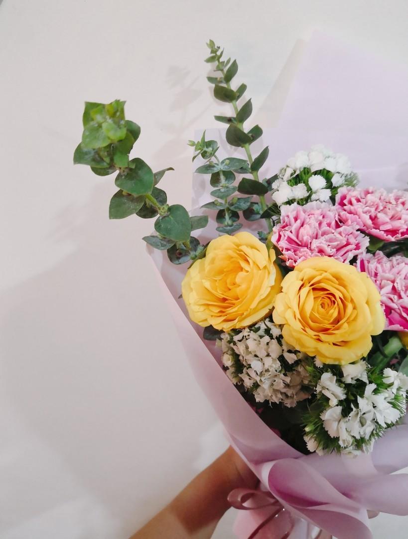 Fresh Flower Bouquet (Roses)