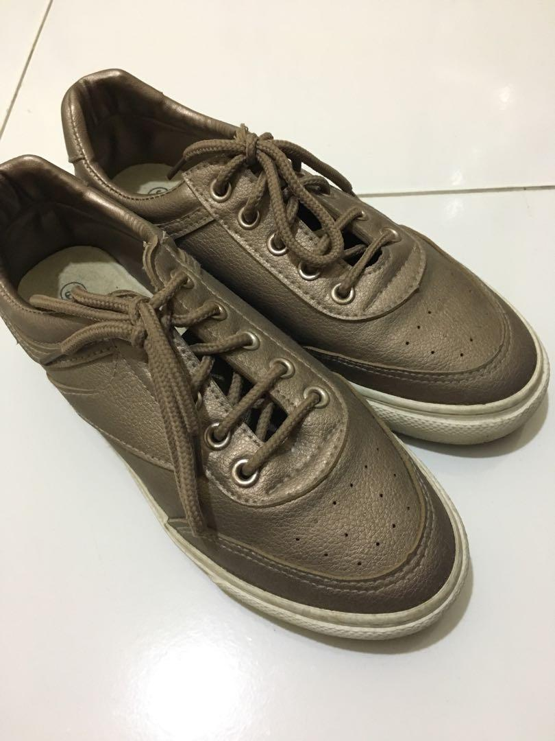Sepatu nevada baru pakai sekali harga bisa nego
