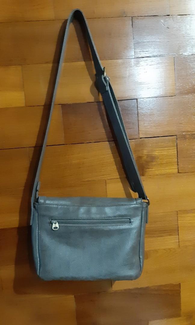 Tas slempang/ sling bag semi kulit local brand