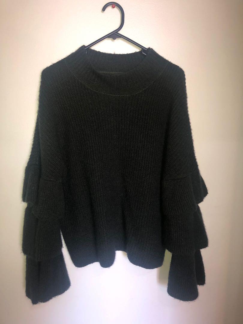 Trumpet sleeved knit