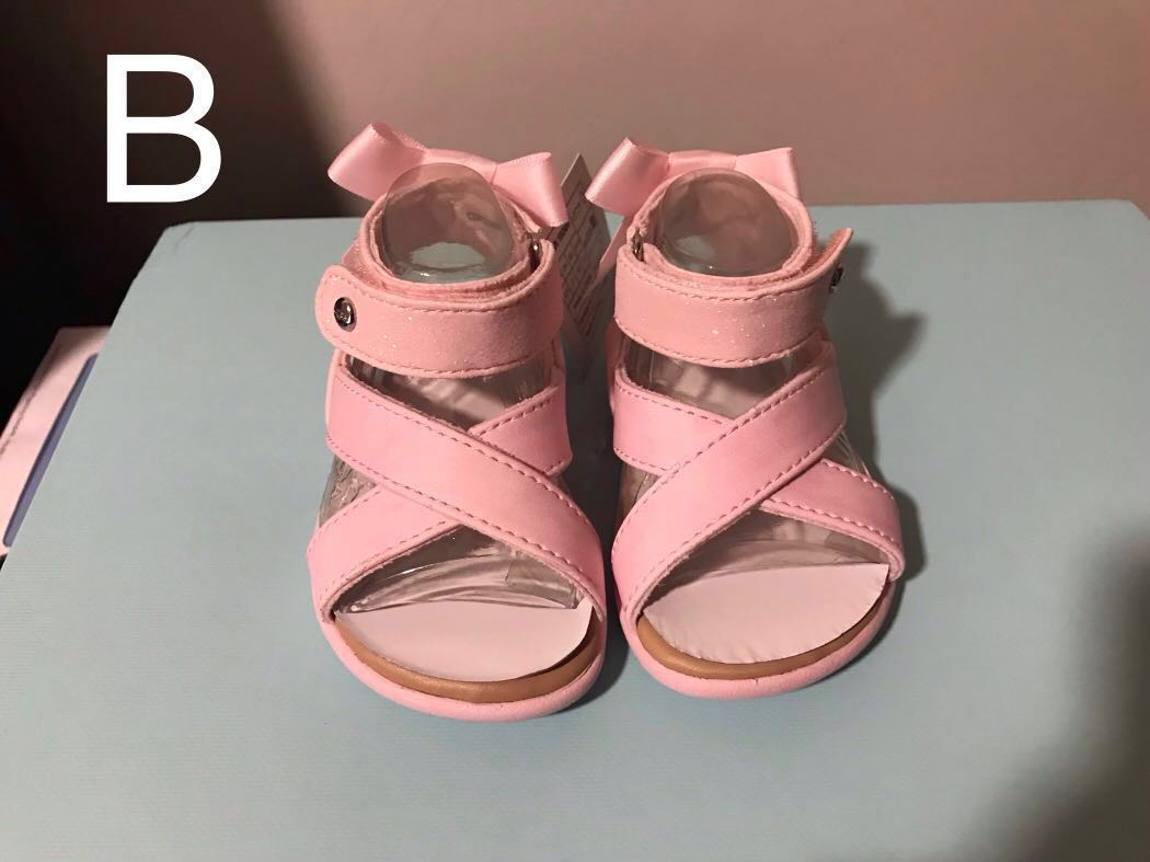 1725ee81022 UGG Baby Sandals UK 2 / USA 2/3