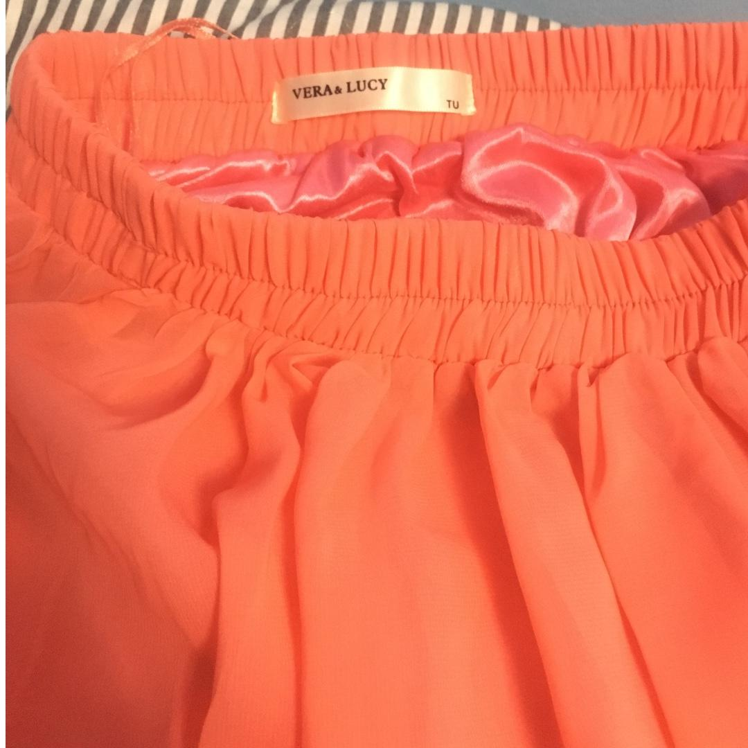 Very lightly used (worn 1-2 times) Coral Maxi skirt- Size S