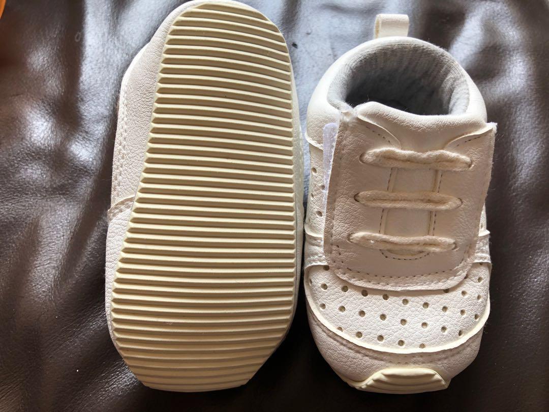 White sport shoes 白色波鞋