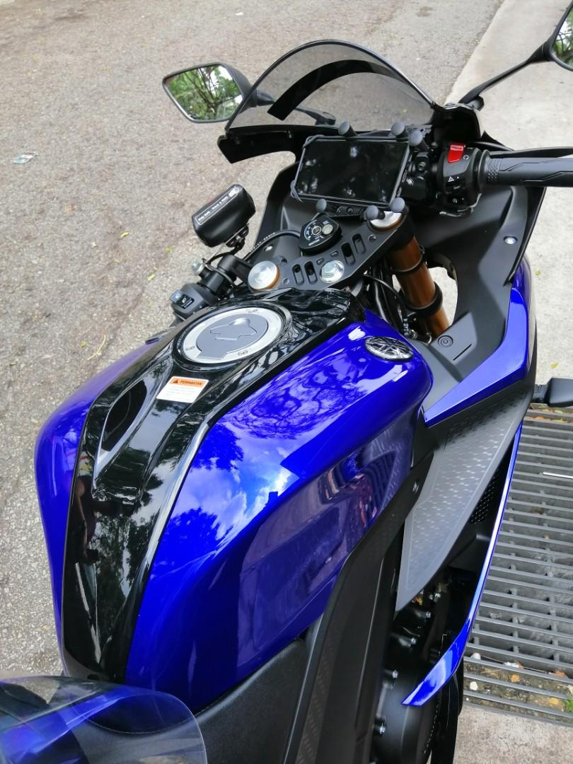 Yamaha R15 V3 X Grip (6 Gripping legs) Handphone Holder