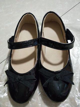 全新35號童鞋