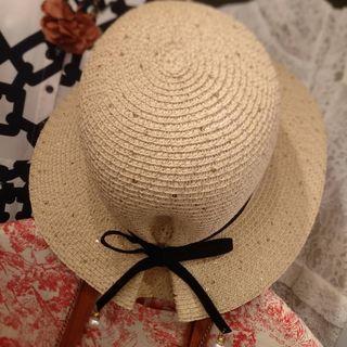 米色背蝴蝶結籐帽