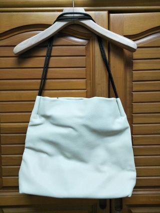 Free免費贈送,白色皮革簡約百搭包包兩種背帶自由隨意搭配側背包