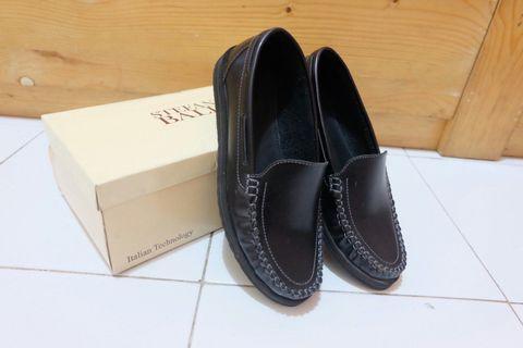 Flat shoes hitam Stefanio Baldo