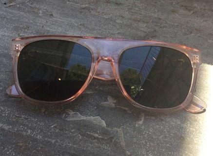 Sunglasses Oscar de la Renta used but in excellent condition authentic