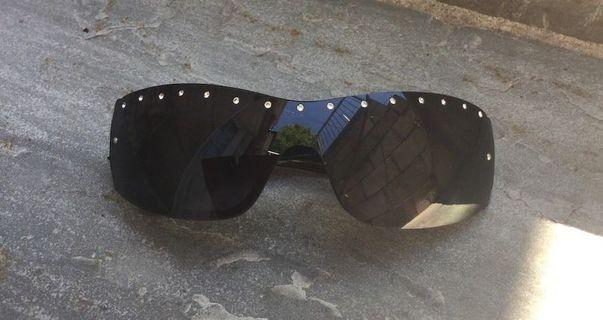 Women's sunglasses used but in good condition