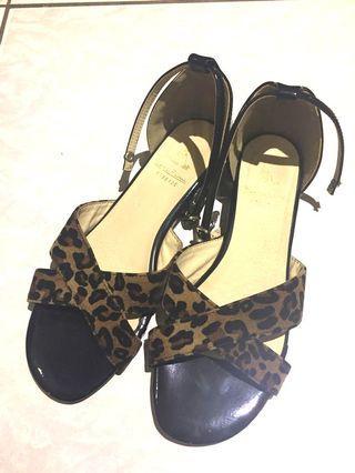 拖鞋 sandals
