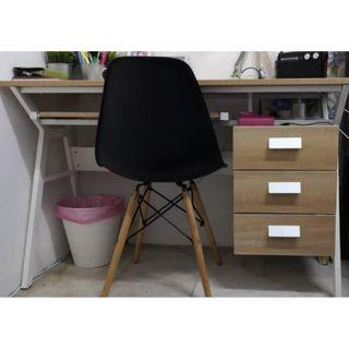 Desktop Table IKEA / Modern Chair / Desk Lamp