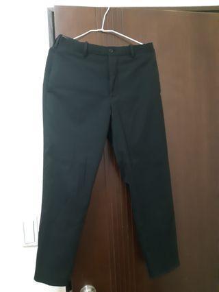 🚚 Uniqlo黑色九分褲