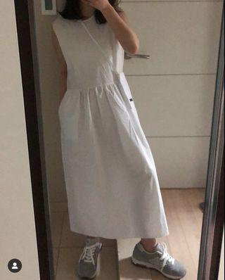 白色 後排扣小包包無袖挺棉洋裝