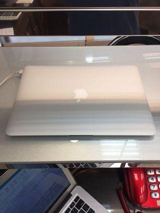 MacBook Air 13 (2018製造)