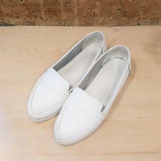 🚚 全真皮簡約尖頭小白鞋(38-39)