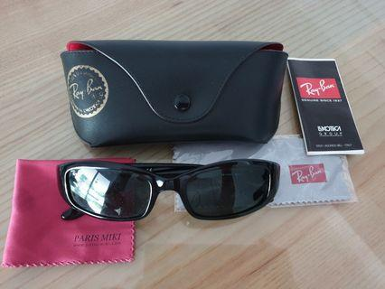 Authentic: RAYBAN sunglasses (Black lens)