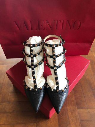 Valentino Garavani Rockstud pumps heels