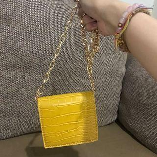 Dompet sling mustard lucu