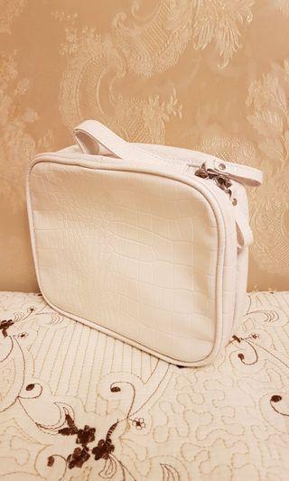 (全新) 白色化妝袋