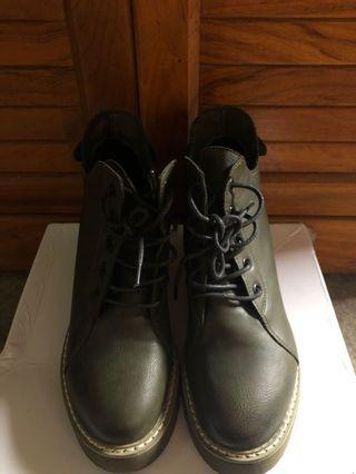 近全新✨軍綠靴子 - 內增高