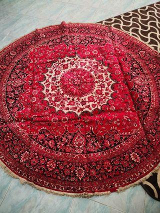 🚚 Round red carpet