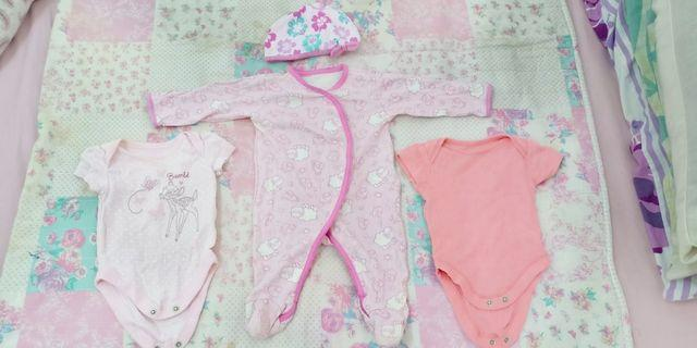 3 Pieces of Baby Girls Rompers + Hat/Beanie Size 0-3 Months
