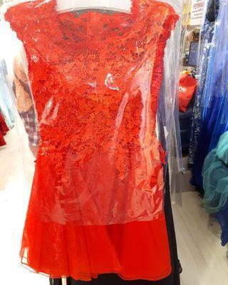 Dress gaun merah brukat timbul
