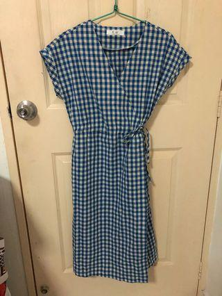 🚚 Checkered blue dress