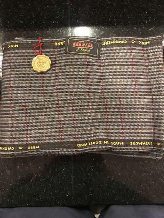 🚚 蘇格蘭製布料一件,貂毛+羊豪毛(cashmere)材質,88*161公分