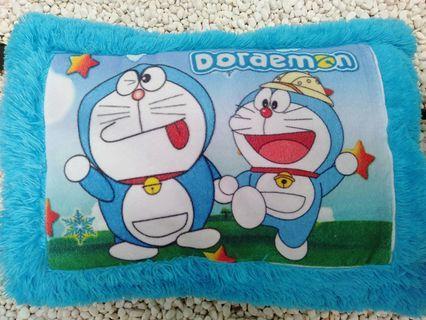 Bantal Bulu Doraemon