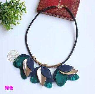 🚚 BNWT Resin and leather statement necklace (2 colors)