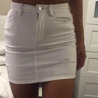 Lee white denim skirt