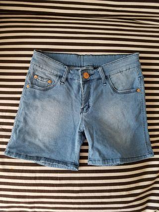 #mauvivo jeans pendek Guess #ramadansale