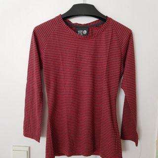 Kaos merah bergaris