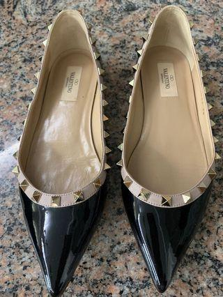 Preloved Authentic Valentino Black Patent Flats