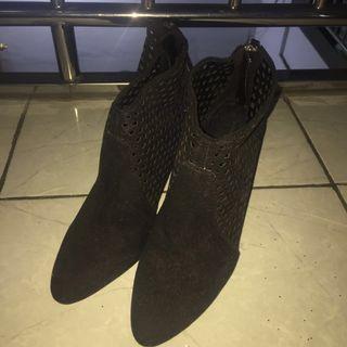 Sepatu Zara Heels