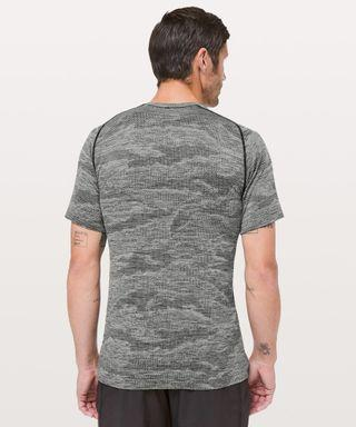 🚚 Lululemon Men Camo Metal Tech Vent Shirt, Size M