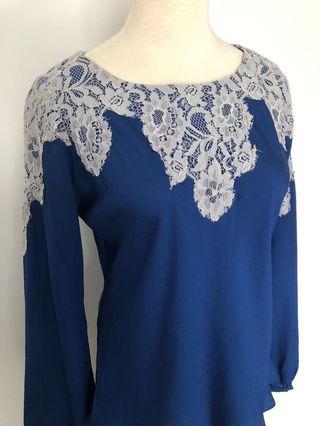 Lace top in blue crepe