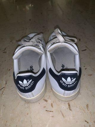 🚚 Authentic Adidas Stan Smith in navy blue