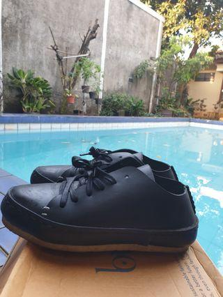 [NEED A NEW LEATHER ENTUSIAST!] Black Pijak Bumi Shoes