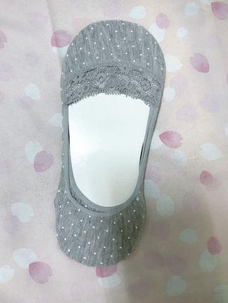 🚚 日本購入 灰色點點隱形襪 底部有多軟墊更舒服 購入價是三雙1100日圓 一雙約台幣100元