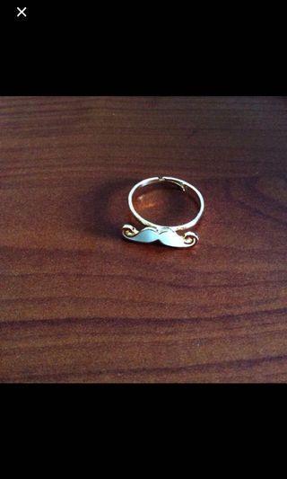 White moustache ring 💍